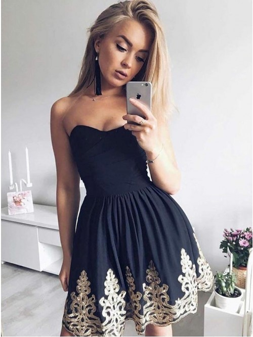 A-Line Sweetheart Short Black Homecoming Dress with Appliques Pleats