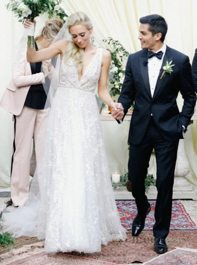 Beach A-Line V-Neck Long Lace Wedding Dress with Appliques