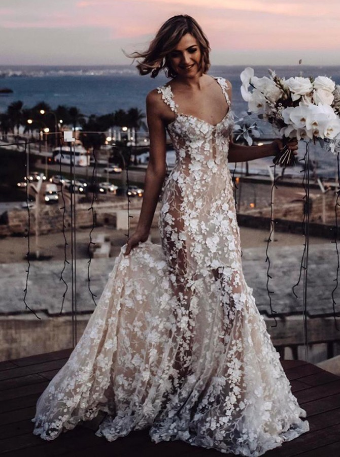 Mermaid V-neck Sleeveless Sweep Train Laced Wedding Dress with Appliques