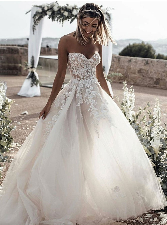 A-Line Sweetheart Sleeveless Sweep Train Tulle Wedding Dress with Appliques