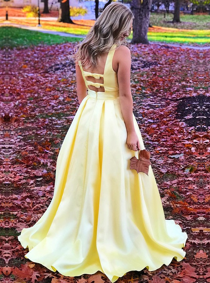 Chic V-neck Sleeveless Yellow Sweep Train Prom Dress with Bowknot