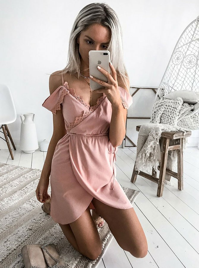A-Line Spaghetti Straps Short Blush Chiffon Homecoming Dress with Lace