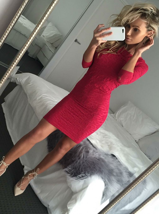 Sheath Jewel 3/4 Sleeves Above-Knee Red Lace Homecoming Cocktail Dress