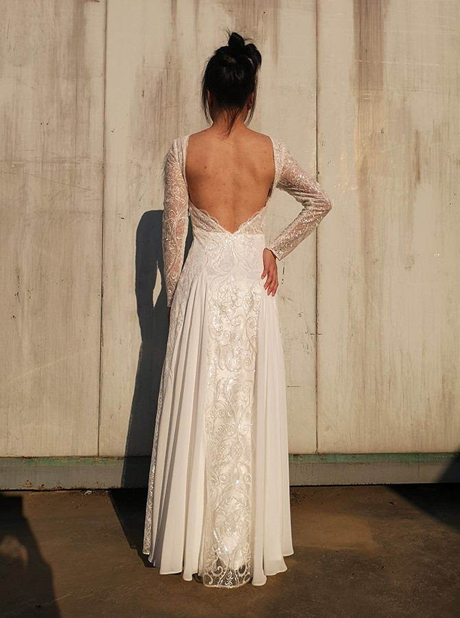 Beach A-Line Bateau Chiffon Backless Wedding Dress with Lace Long Sleeves