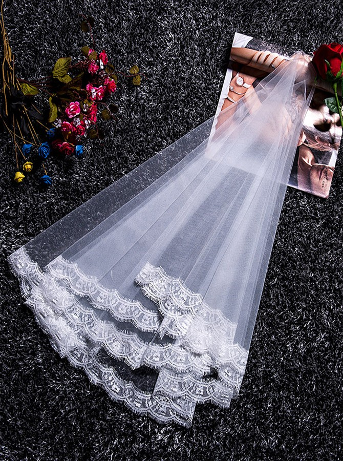 One Tier Lace Fingertip Bridal Veils