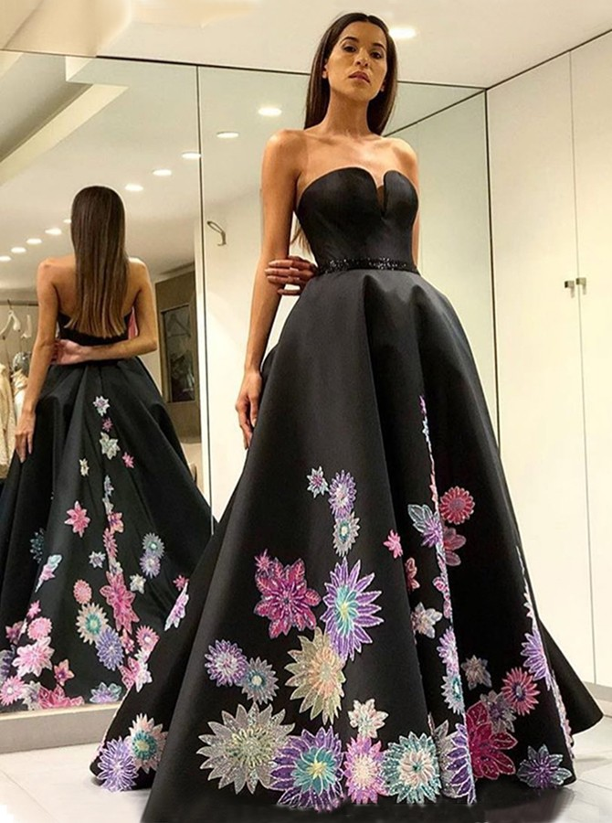 A-Line Sweetheart Backless Floor-Length Black Prom Dress with Appliques Beading