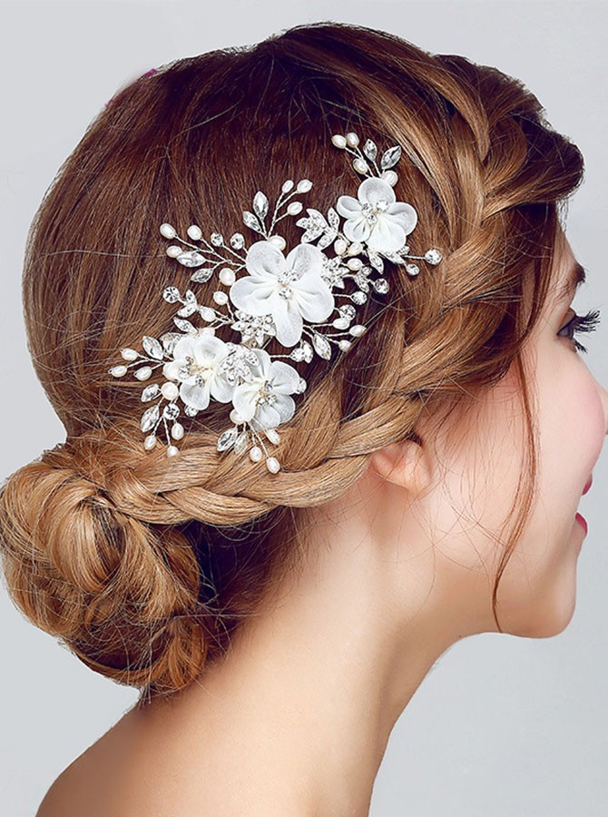 White Beaded Flower Hairpin