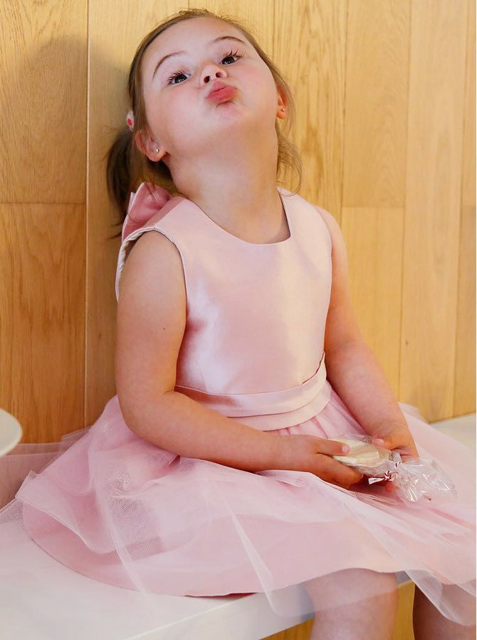 A-Line Round Neck Knee-Length Pink Tulle Flower Girl Dress with Bowknot