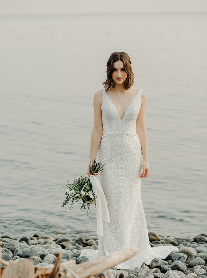 Beach Sheath V-Neck Sweep Train Lace Backless Wedding Dress