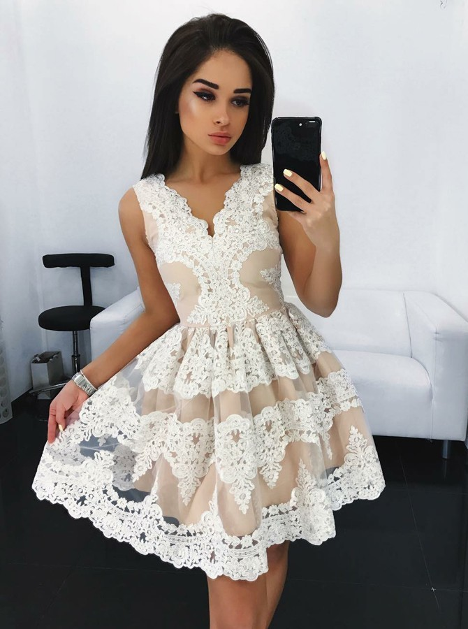 A-Line V-Neck Short Iovry Tulle Homecoming Dress with Appliques