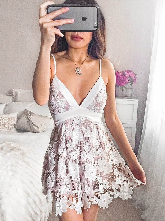 A-Line Spaghetti Straps Short Lace Homecoming Dress with Bowknot