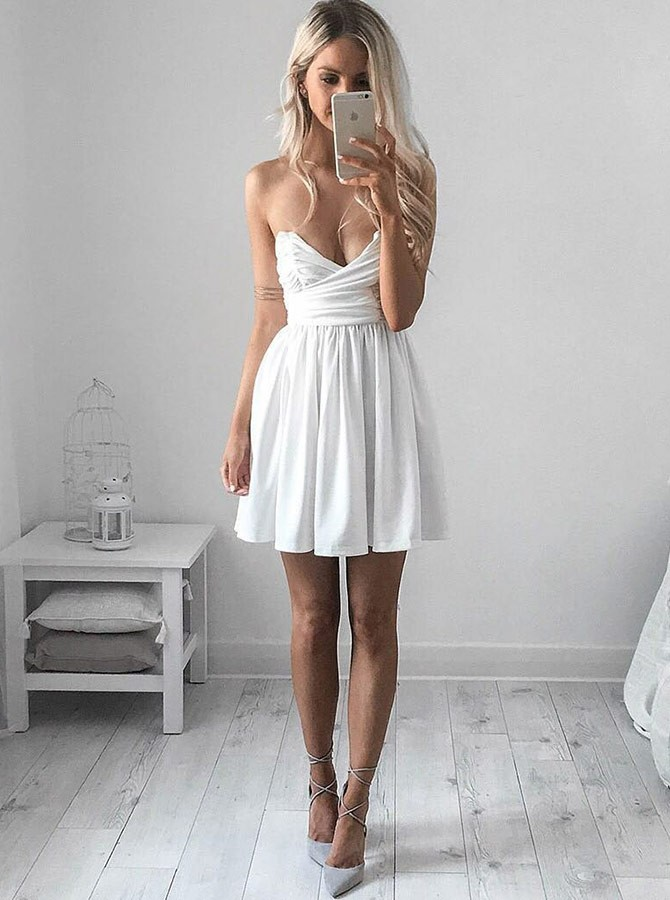 A-Line Sweetheart Short White Chiffon Homecoming Dress with Ruched