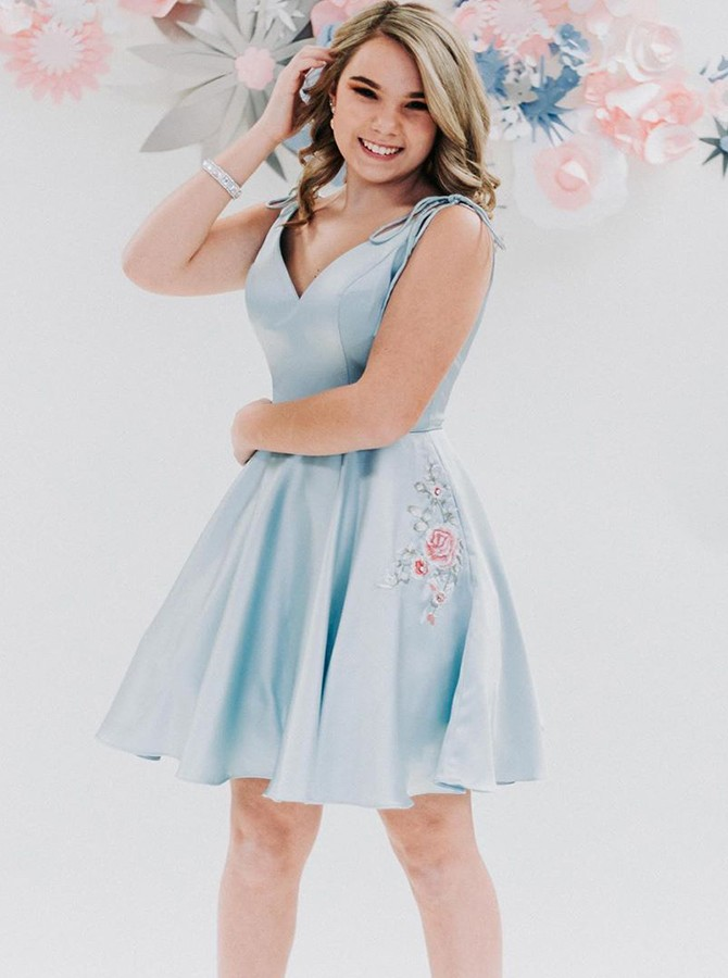 Elegant V-neck Sleeveless Above-knee Sky Blue Homecoming Dress with Pockets