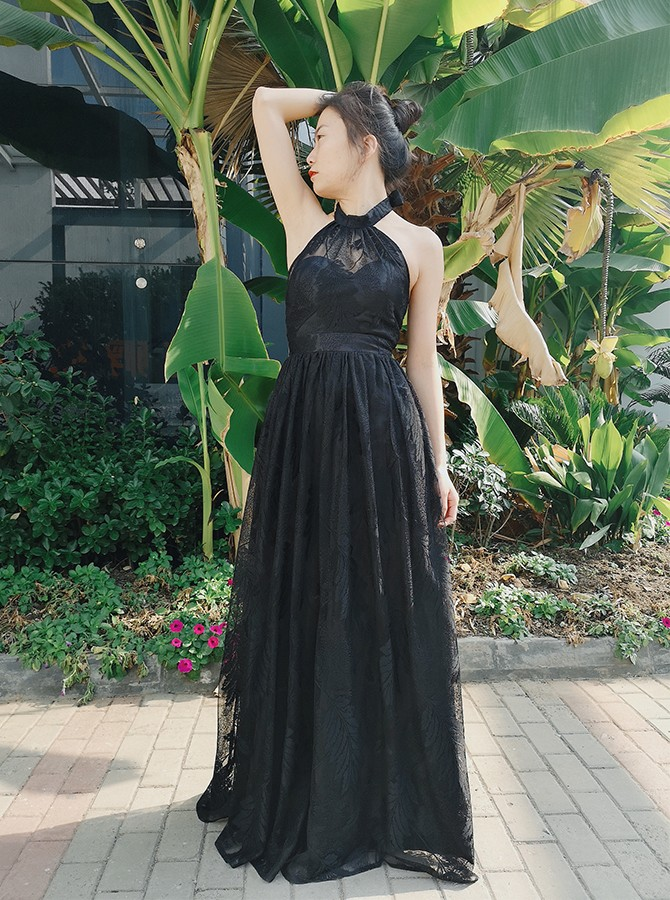 Chic Backless Black Lace Prom Dress Halter Floor-Length Evening Dress
