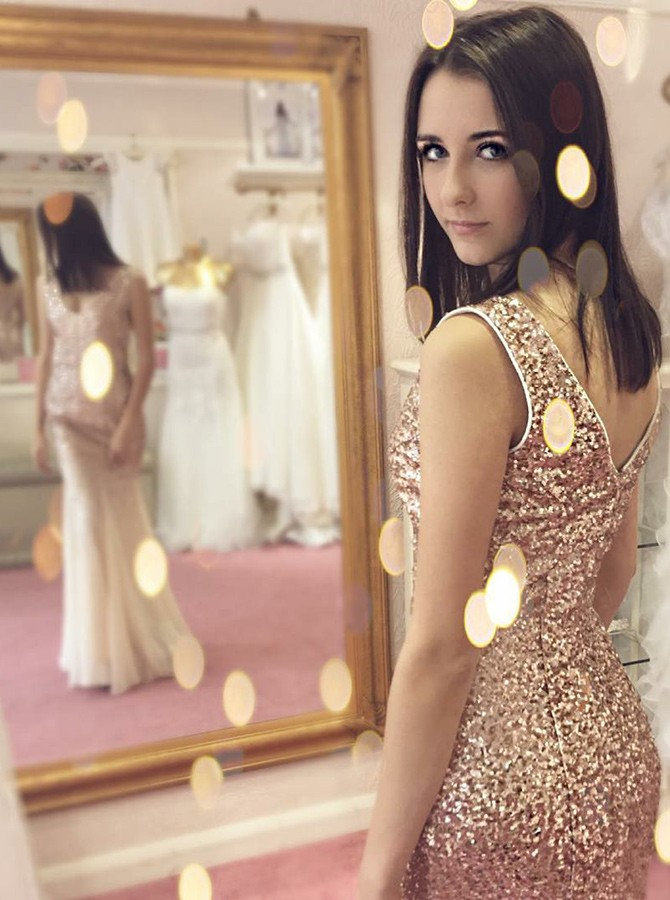 Mermaid V-Neck Floor-Length Champagne Prom Dress with Sequins