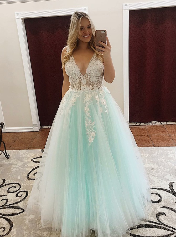 Ball Gown V-Neck Floor-Length Tulle Prom Dress with Appliques